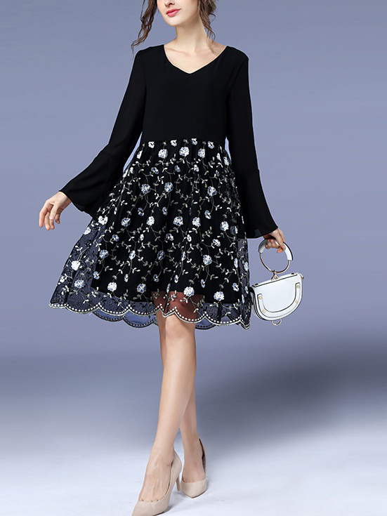 Lamai Scallop Lace Bell Sleeve Dress