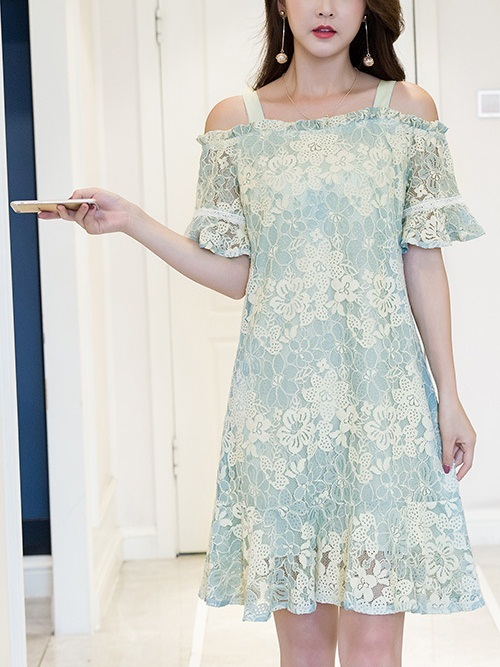 Lilium Off Shoulder Lace Dress