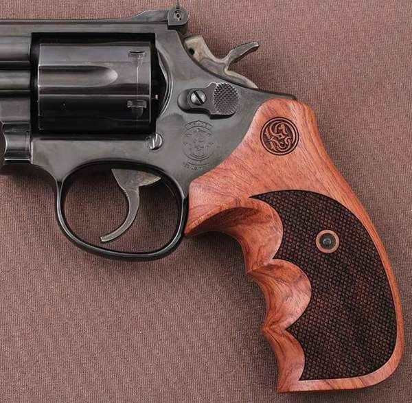 Smith Wesson .460 .500 X Frame Rosewood