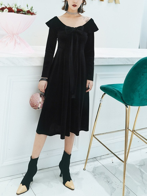 Mayan Velvet Bow Off Shoulder Midi Dress(Black)