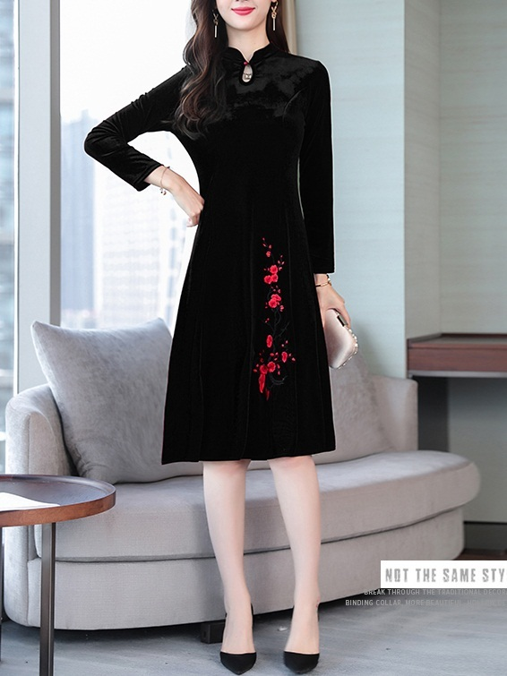 Media (Bust 90-106CM) Cherryblossoms Velvet Qipao Midi Dress
