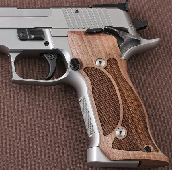 Sig Sauer P 226 SAO & X-Five & X-Six Integrated Magwelled