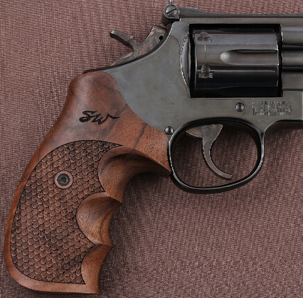 Smith wesson N Frame Fish skin